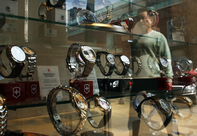 85663918-Watches-in-shop-window.jpg