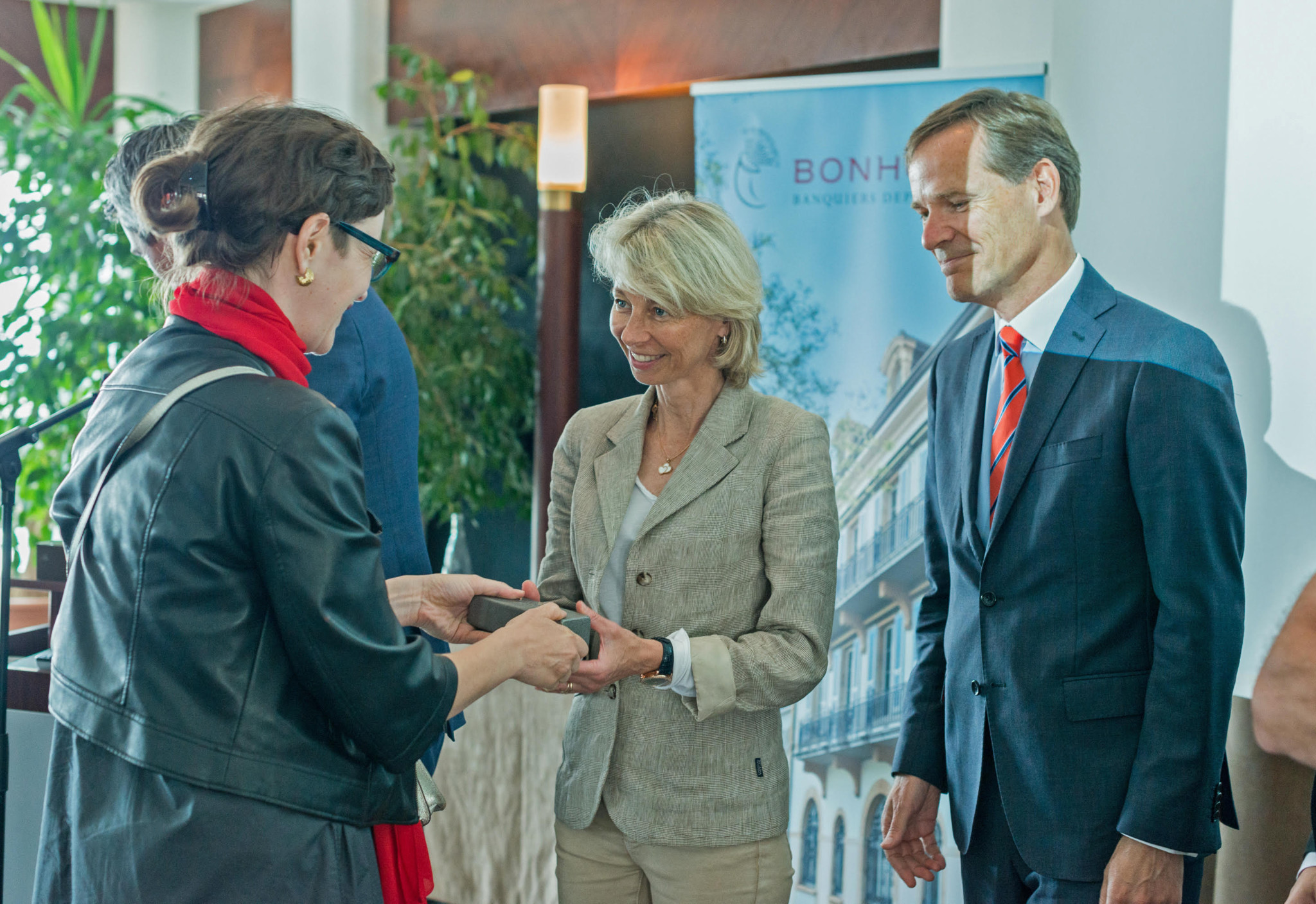 Peter_Stas_&_Aletta_Stas_Receiving_The_Shapers_Prize